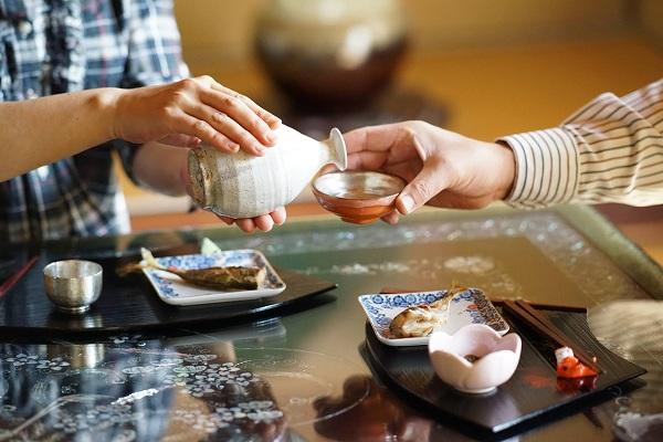 6 nguyên tắc uống rượu sake của người Nhật